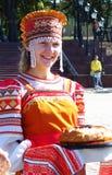 Młoda dama w obywatela Rosyjskim kostiumu obraz royalty free