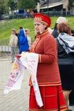 Młoda dama wita turystów zdjęcie royalty free