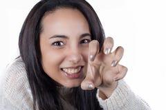 Młoda dziewczyna bawić się tygrysicy Obraz Royalty Free