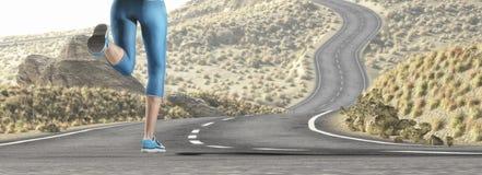 Młoda dziewczyna biega nad autostradą Zdjęcie Stock
