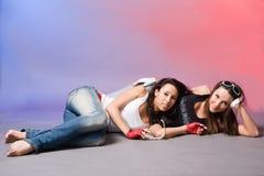 Młoda dziewczyna dwa przyjaciela zdjęcie royalty free