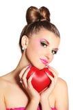 Młoda dziewczyna jak lala w różowych sukniach z sercem Obraz Royalty Free