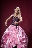 Młoda dziewczyna lubi Barbie lalę Obraz Stock