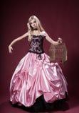 Młoda dziewczyna lubi Barbie lalę Zdjęcie Royalty Free