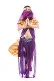 Młoda dziewczyna orientalny taniec w ruchu odizolowywającym dalej obrazy royalty free