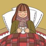 Młoda dziewczyna pije gorącej herbaty Zdjęcie Stock