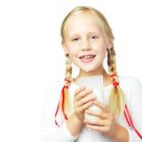 Młoda dziewczyna pije mleko Zdjęcie Royalty Free