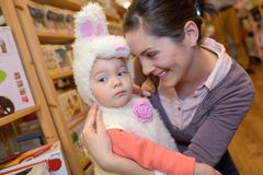Młoda dziewczyna przebierająca jako Easter królik fotografia stock