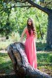 Młoda dziewczyna w parku Zdjęcia Stock
