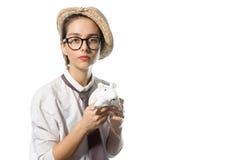 Młoda dziewczyna w surowych szkłach z białym szczurem 2 Zdjęcia Stock