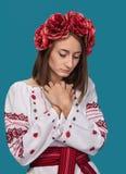 Młoda dziewczyna w Ukraińskim krajowym kostiumu Zdjęcie Royalty Free