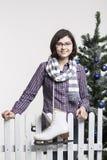 Młoda dziewczyna z lodowymi łyżwami Obraz Royalty Free