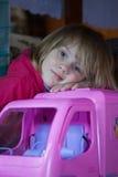 Młoda dziewczyna z nową zabawką Zdjęcia Royalty Free