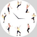 Młoda dziewczyna z perfect sport postacią w okręgu zegarku Sporta pojęcie - sprawność fizyczna czas obrazy stock