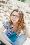 Młoda elegancka dziewczyna z dreadlocks obraz stock