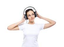 Młoda i ładna nastoletnia dziewczyna słucha muzyka Zdjęcie Stock