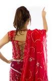 Młoda Indiańska kobieta udaje pracować na dotyka ekranie Zdjęcie Stock