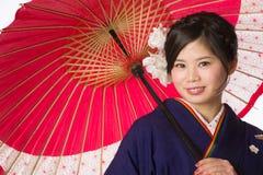 Młoda Japońska dziewczyna w kimonie Zdjęcia Stock