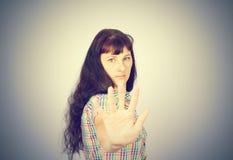 Młoda Kaukaska kobieta seansu przerwy ręka Obrazy Royalty Free