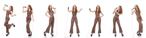 Młoda kobieta śpiew w karaoke odizolowywającym na bielu Fotografia Stock