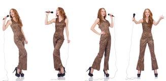 Młoda kobieta śpiew w karaoke odizolowywającym na bielu Fotografia Royalty Free