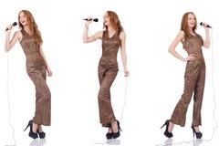Młoda kobieta śpiew w karaoke odizolowywającym na bielu Obrazy Royalty Free