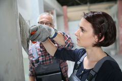 Młoda kobieta aplikant w plastery z profesorem obraz stock