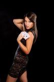 Młoda kobieta bawić się w uprawiać hazard obrazy stock