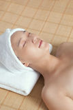 Młoda kobieta cieszy się masaż fotografia royalty free