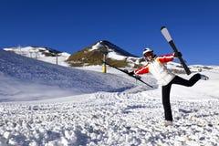 Młoda kobieta cieszy się zima sporty Fotografia Royalty Free