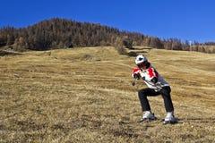Młoda kobieta cieszy się zima sporty Fotografia Stock