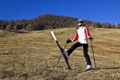 Młoda kobieta cieszy się zima sporty Obrazy Royalty Free