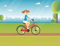 Młoda kobieta jedzie białego bicykl royalty ilustracja