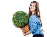 Młoda kobieta jest ubranym błękitną trykotową pulower pozycję na białym tle z odosobnienie punktami z ciemnym włosy Utrzymuje szk Fotografia Royalty Free