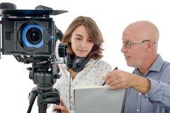 Młoda kobieta kamerzysta i dojrzały mężczyzna zdjęcia royalty free