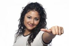 Młoda kobieta kciuk up z białym tłem Fotografia Royalty Free