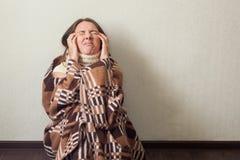 Młoda kobieta migreny, sezonowy pojęcie obraz royalty free