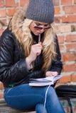 młoda kobieta myślące Obraz Royalty Free