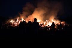 Młoda kobieta ogień i sylwetka Fotografia Stock