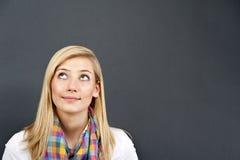 Młoda kobieta patrzeje patrzeć zdjęcia stock
