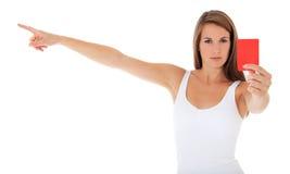 Młoda kobieta pokazywać czerwoną kartkę Obraz Stock