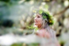 Młoda kobieta portret jest ubranym wianek obrazy royalty free