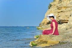Młoda kobieta portret na plaży Obraz Royalty Free