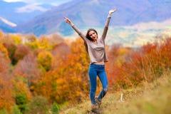 Młoda kobieta portret w jesień kolorze Zdjęcia Royalty Free