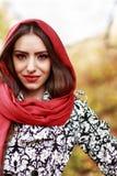 Młoda kobieta portret w jesień kolorze Obrazy Stock