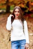Młoda kobieta portret w jesień kolorze Fotografia Royalty Free