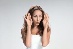 Młoda kobieta portret z śmiesznymi emocjami Zdjęcie Royalty Free