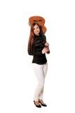 Młoda kobieta pozuje w pracownianym mieniu klasyczną gitarę Obrazy Stock