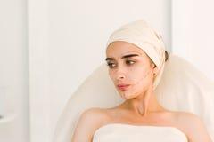 Młoda kobieta przed chirurgii plastycznej operacją fotografia royalty free