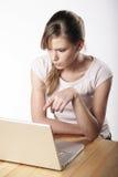 Młoda kobieta przy pracą Zdjęcie Stock